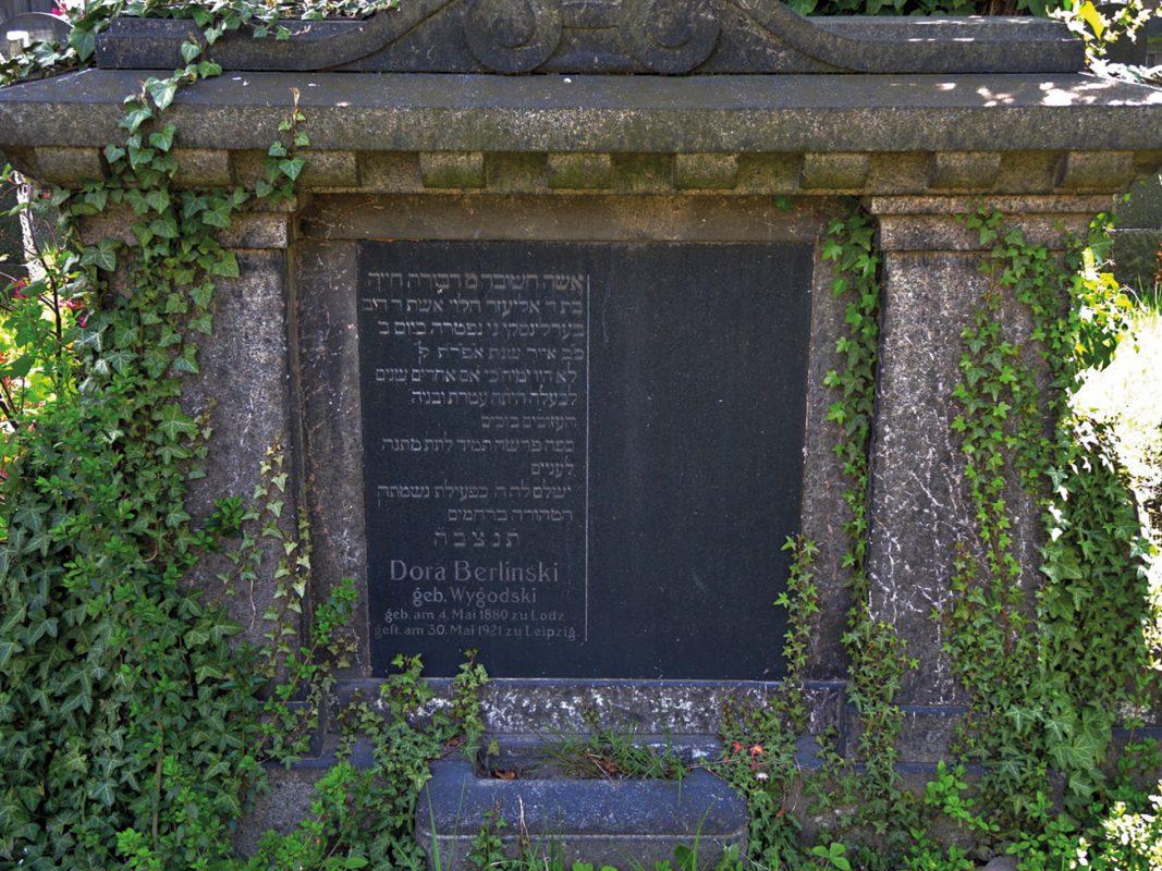 Das Grab der Mutter von Herman, Dora Berlinski, auf dem Alten jüdischen Friedhof Leipzig; Foto: Maria und Werner Schneider