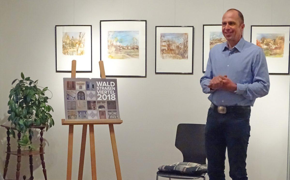 Jörg Wildermuth stellt den Waldstraßenviertel-Kalender 2018 vor; Foto: Kathrin Futterlieb-Rose