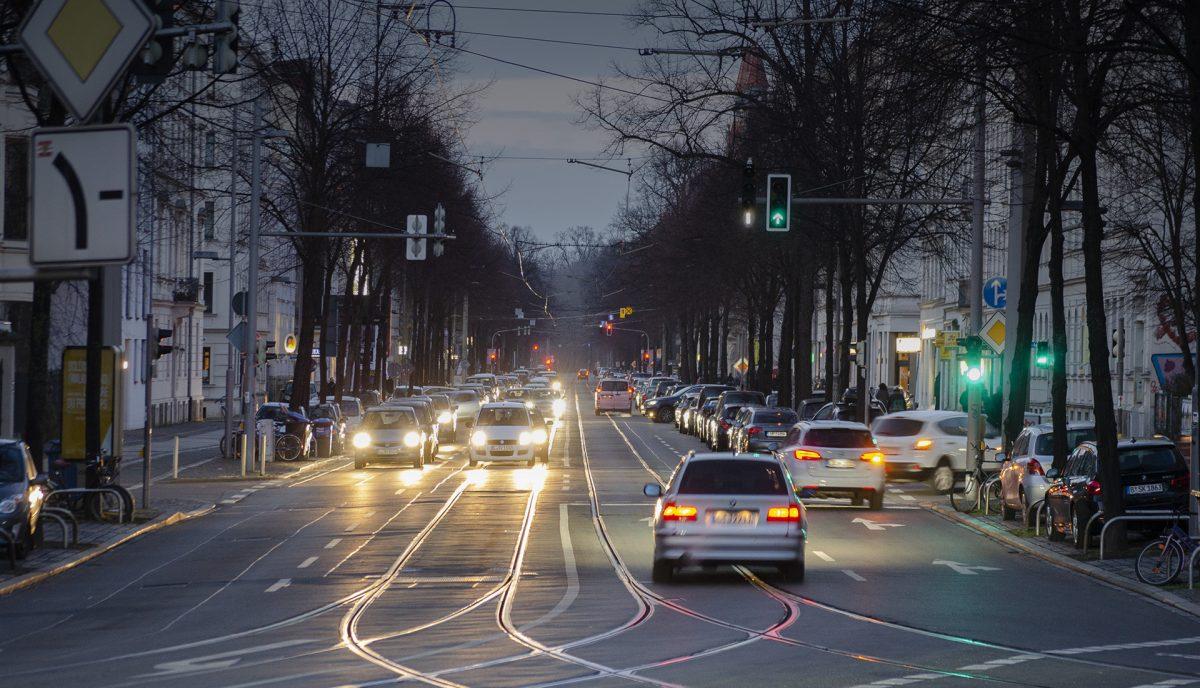 Straßenverkehr am Waldplatz; Foto: Andreas Reichelt