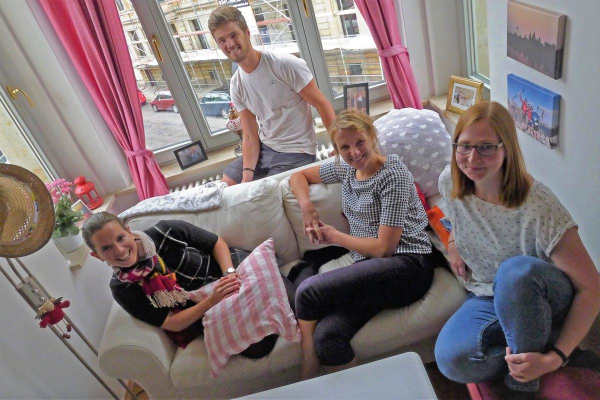 Ricarda, Patrick, Elisabeth und Vivian (v.l.) wohnen als WG im Waldstraßenviertel, Foto: Julia Polony