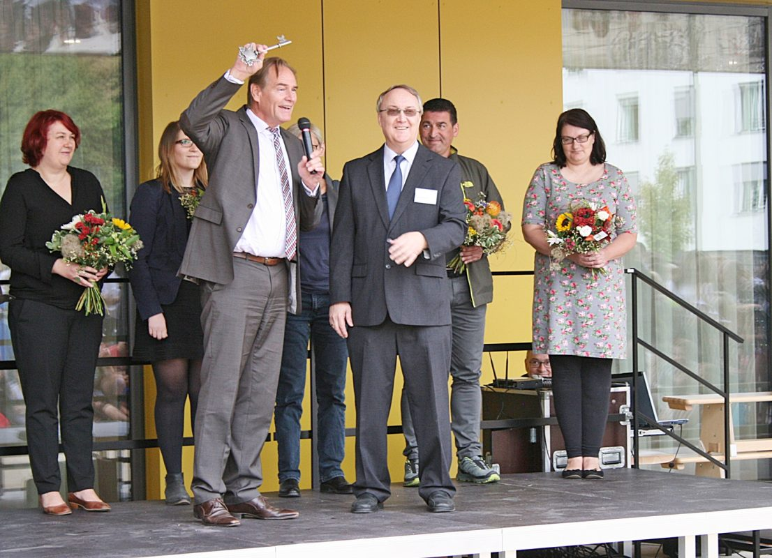 Schlüsselübergabe des Oberbürgermeisters Burkhard Jung an Direktor Uwe Hempel; Foto: Reinhard Müller