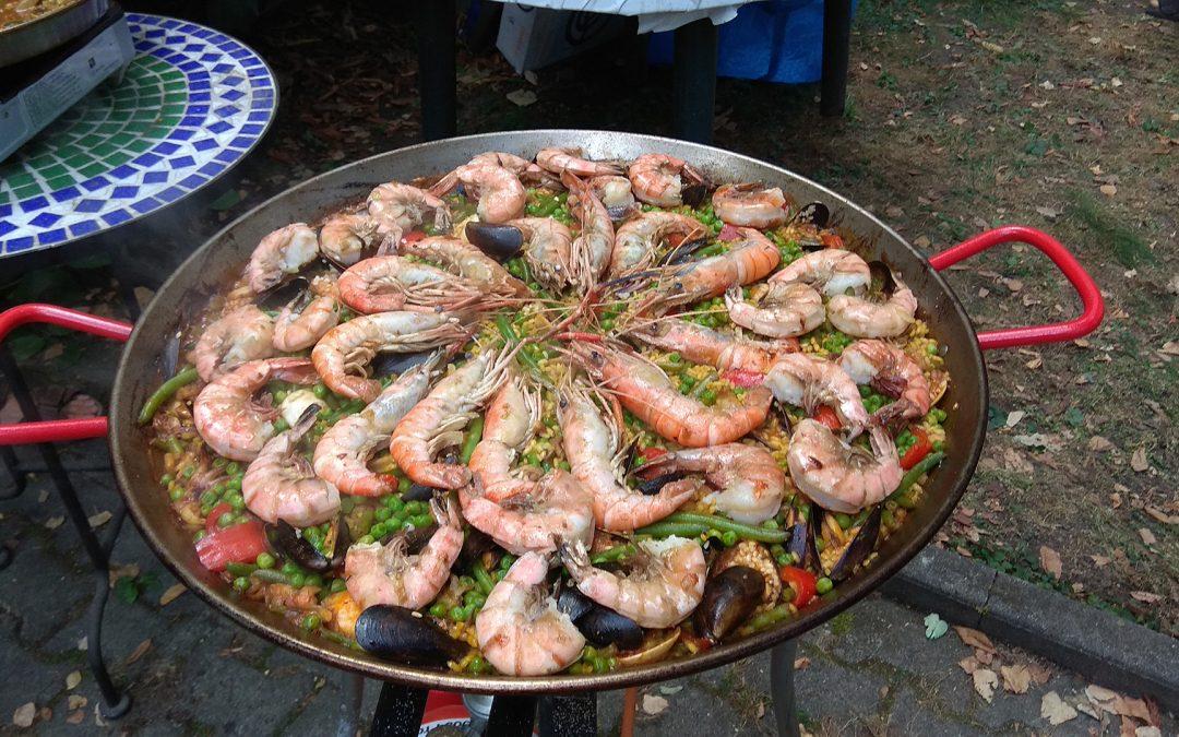 Spanische Küche: Meeresfrüchte- Paella nach Art des Großvaters
